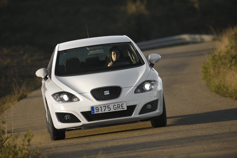 seat leon 1 6 tdi cr ecomotive reference start stop 3 photos and 57 specs. Black Bedroom Furniture Sets. Home Design Ideas