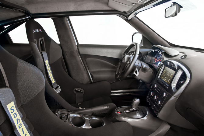 The Juke R Interior Includes An Fia Approved Roll Cage