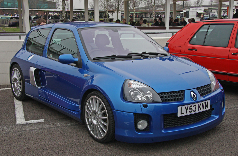 renault clio sport v6 1 photo and 82 specs. Black Bedroom Furniture Sets. Home Design Ideas