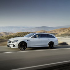 the S 4Matic+ version has also been equipped with an aditional Race mode for circuit driving
