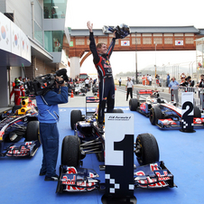 Vettel retunrs to wins and hands title to Red Bull