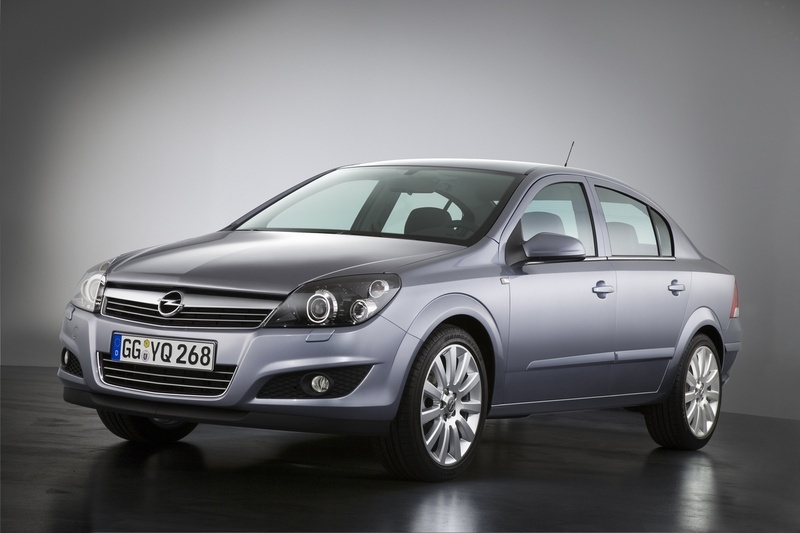 Opel Astra Sedan 1.6 :: 2 photos and 53 specs :: autoviva.com