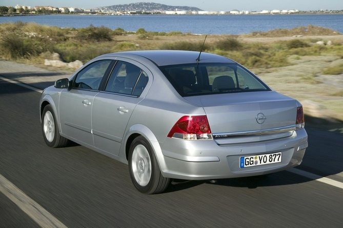 opel astra sedan 1 6 automatic photos 2 pictures. Black Bedroom Furniture Sets. Home Design Ideas