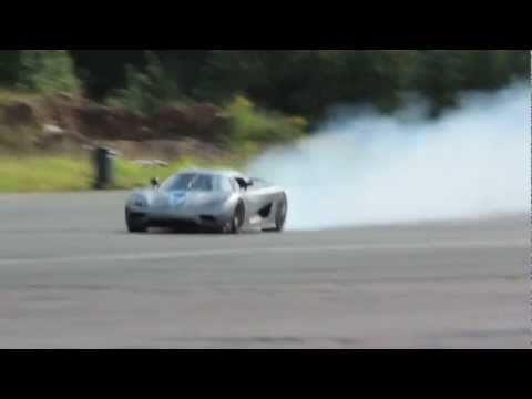 Koenigsegg Agera Burning rubber with crazy Powerslides
